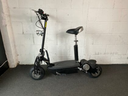 Ex-Demo Viper Blade 1600W Lead Acid Electric Scooter – VSE-0010